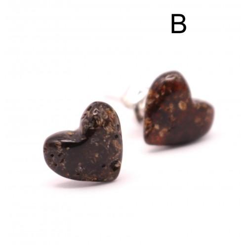 Sirds formas zaļganas krāsas dzintara auskari ar sudraba 925 nagliņu