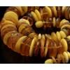 Konjaka un olas dzeltenuma krāsas pulēta dzintara krelles 69 cm 69g
