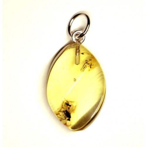Dzintara kulons dzeltenā krāsā ar insekta iedzintarojumu